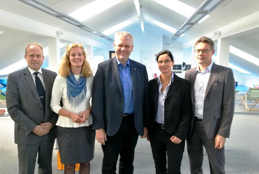 Gerhard Radeck, Elisabeth Heister-Neumann, Björn Thümler MdL, Veronika Koch, Jörn-Heinrich Tobaben (v.l.n.r.)