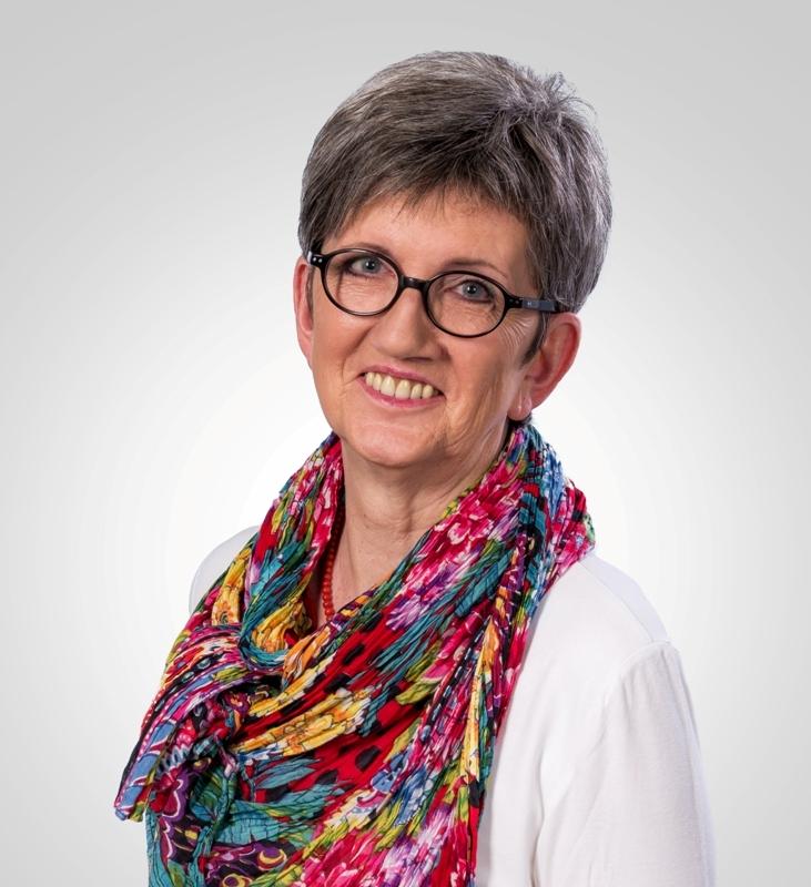 Dorothea Dannehl stellt die Sportstätten-Initiative der CDU vor.