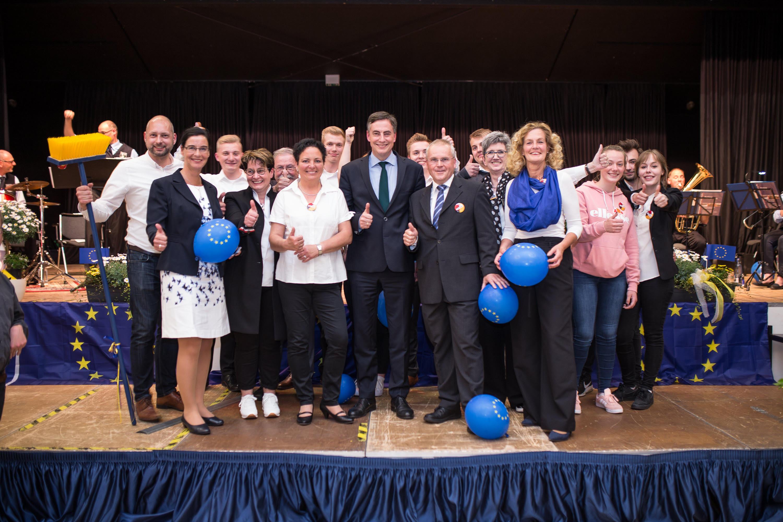 Gemeinsam starten David McAllister und Stefan Sthiele mit seinem Team in den Wahlkampf zur Europa- und Bürgermeisterwahl.