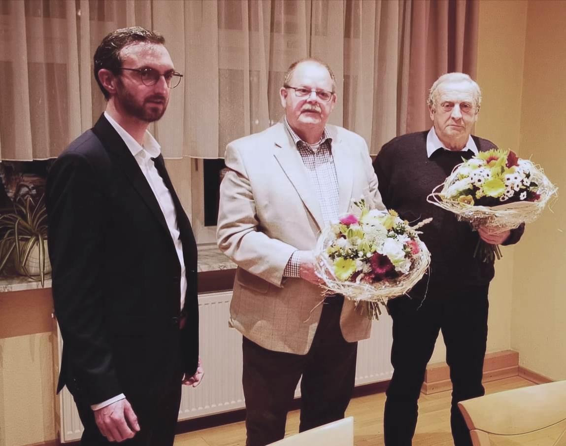 (v.l.n.r.) Alexander Jordan dankt den scheidenden Vorsitzenden Robert Königseder und Falk Gerecke für Ihre Arbeit
